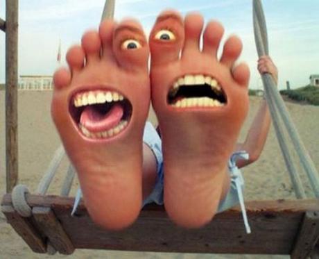 http://24yes.com/gag/Happy fuunny foots